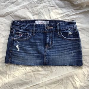 Hollister denim mini skirt 🦋